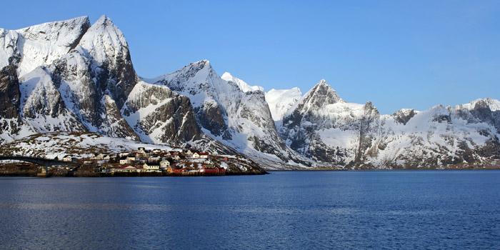 Les îles Lofoten en ski de randonnée