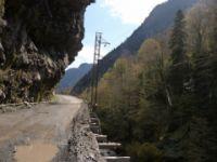 j02_la-route-pour-rejoindre-mestia.jpg