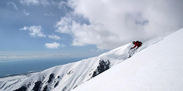 Ski de randonnée au Kirghizistan : le lac Issyk Koul